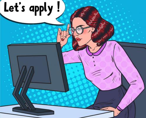 Een foto van een vrouw die voor haar computer klaar zit om te solliciteren